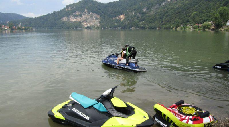 Програм за све генерације: Бесплатна обука у вожњи скутера на води