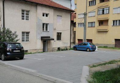 Нови паркинг простор на уређеном платоу у центру Малог Зворника
