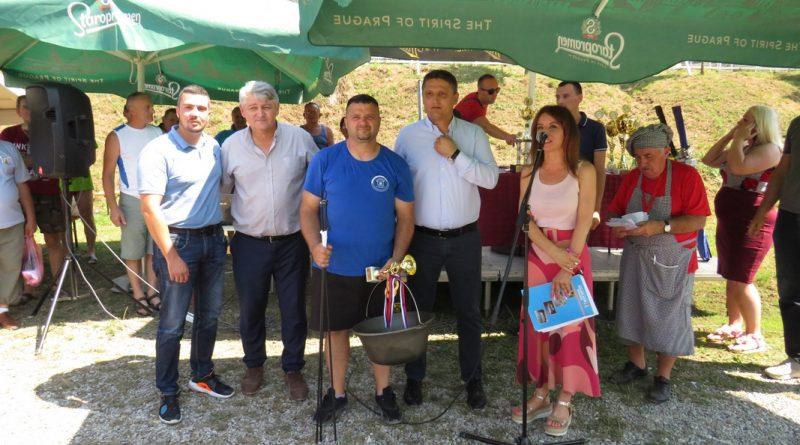 Екипа из Комирића припремила најбољу рибљу чорбу у Малом Зворнику